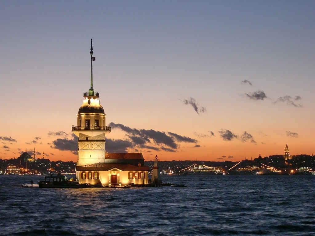 A_Landmark_Leander's_Tower_in_Istanbul_Turkey.jpg